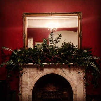 DIY wreath Christmas mantle piece