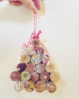 DIY Christmas decoration wine corks